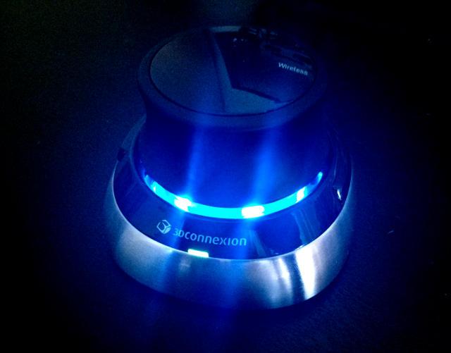 SpaceMouse con LEDs encendidos